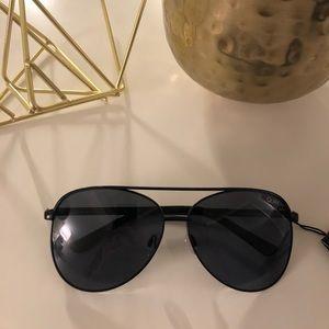 NWT Quay Large Aviator Sunglasses